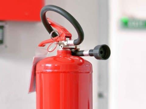 Ein richtig gewarteter Feuerlöscher kann im Ernstfall Leben retten.
