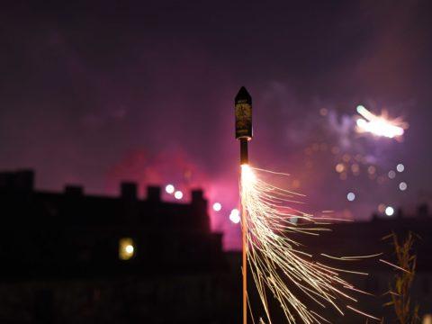 Rakete wird zum Jahreswechsel gezündet.