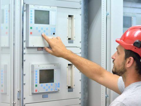 Unterschiede in der Funktionsweise und bei den Revisionsintervallen: Brandschutzanlagen im Vergleich.